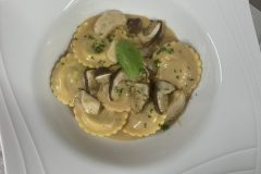 Menu-Steinpilzravioli-scaled